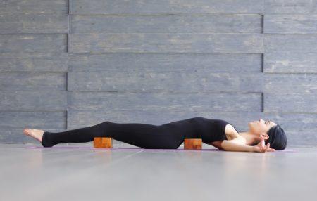 """Aiutate il vostro corpo a ritrovare la propria """"forma naturale"""" attraverso il rilassamento che permette alla muscolatura di riprendere le """"buone abitudini"""": praticando IPATH®, il corpo ritorna a sentirsi bene nella propria pelle, riducendo dolori e tensioni."""